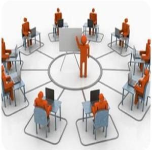 Formazione rito speciale appalti con lavagna in centro, uditori in cerchio con tavolo e pc portatile